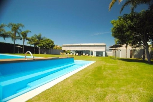 Luxuriöse, freistehende Villa in Los Flamingos mit atemberaubenden Infinity-Pool
