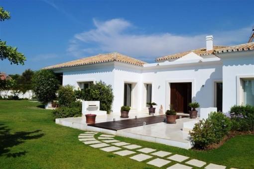 Stilvolle Villa mit traumhaften Garten und exquisiten Meerblick