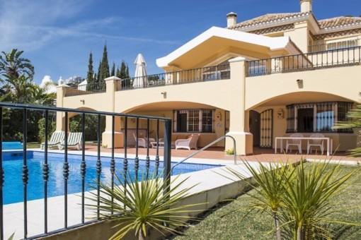 Exquisite Villa mit faszinierendem Meerblick und großartigem Interieur