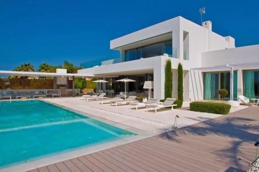 Traumhafte Villa mit atemberaubendem Meerblick in Bahía de Marbella