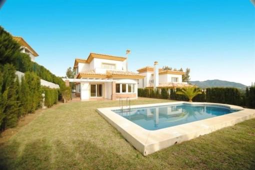 Moderne Villa mit herrlichem Garten und Pool