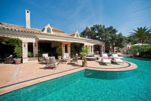 Exquisites Anwesen in äußerst privilegierter Lage mit paradiesischem Meerblick
