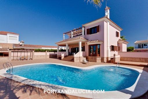 Exklusive Strandvilla mit Pool und fantastischem Meerblick