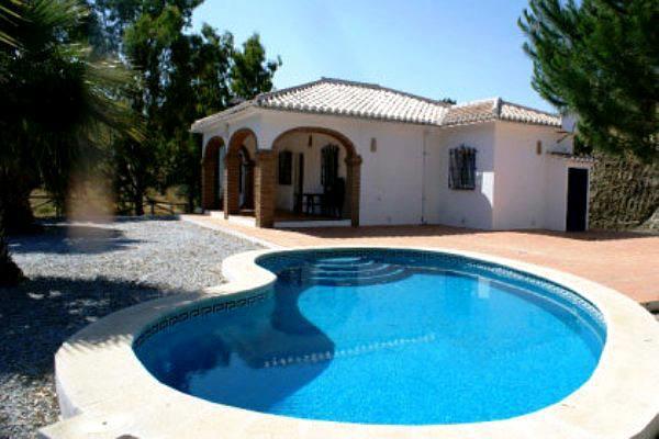Villa mit Pool, Terrasse und Zentralheizung - außerhalb von Cómpeta, Malaga