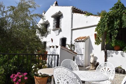 Wunderschönes Landhaus mit paradiesischem Garten und Bergblick in  Torrox, Andalusien