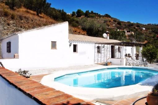 Charmantes Landhaus mit Pool und herrlichem Ausblick auf die Berge
