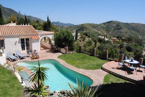 Stilvolles Landhaus mit herrlichem Garten und Pool