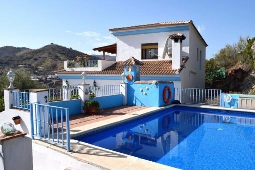 Stilvolle Villa mit wunderschönem Pool und Bergblick in Comares, Málaga