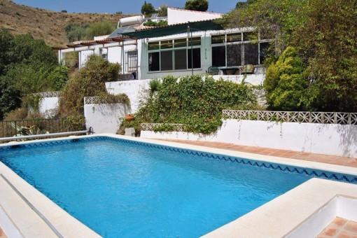 Traumhafte Finca mit großem Pool und herrlichem Ausblick auf die umliegenden Berge