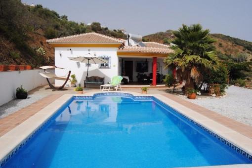 Wunderschöne Villa mit großem Pool und Blick auf die herrliche Landschaft