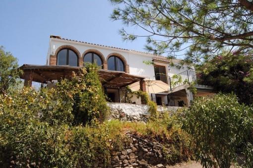 Stilvolles Landhaus mit herrlichem Meerblick und paradiesischem Garten