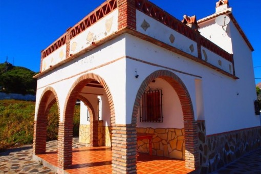 Komplett möbliertes Finca mit wunderschönem Ausblick auf die umliegenden Berge in Torrox, Andalusien