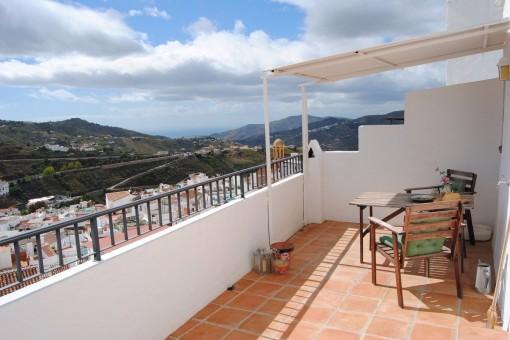 Renoviertes Townhouse mit Dachterrasse und Meerblick in Cómpeta, Andalusien