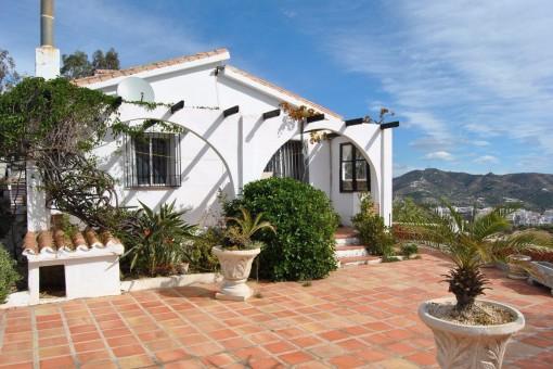 Stilvolle Villa mit Meerblick, Pool und tollem Interieur