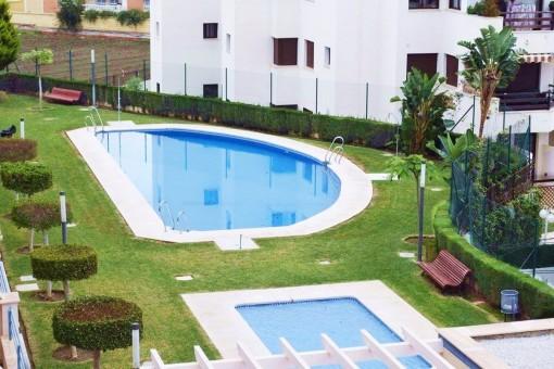 Helles Apartment mit Balkon und Pool