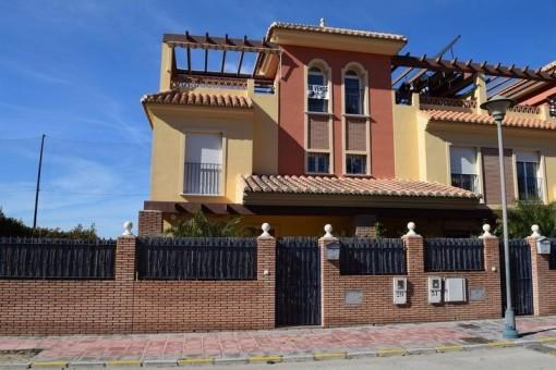 Schönes Stadthaus mit Pool und Meerblick in Caleta de Vélez, Málaga