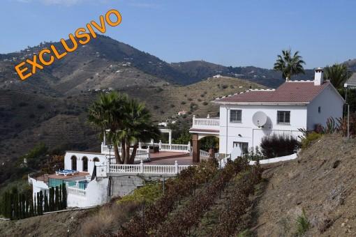 Exklusive Villa komplett modernisiert und mit Meerblick