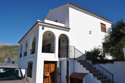 Klassische Villa mit Blick über das weiße Dorf Canillas de Albaida
