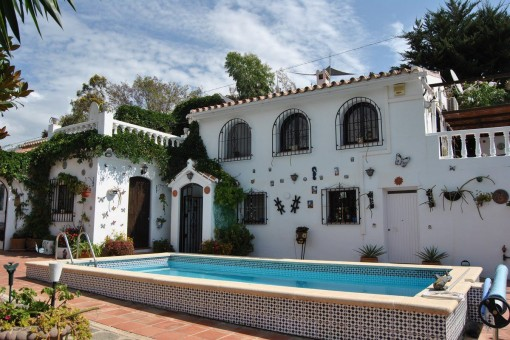 Grundstück mit separaten Fincas und Pool in Cómpeta
