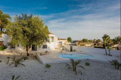 Moderne Villa in exzellenter Lage und mit Meerblick