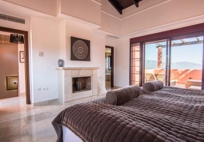 Hauptschlafzimmer mit Giebeldach