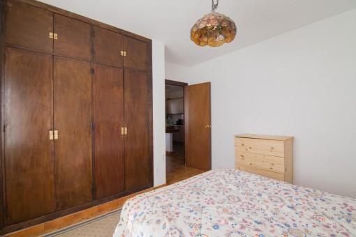 Eines von mehreren Schlafzimmern