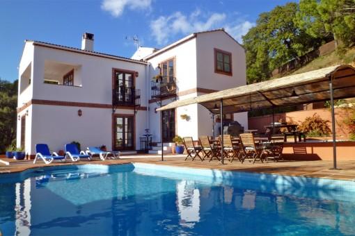 Idyllisch gelegene Finca mit großem Gästehaus in Casares, Málaga