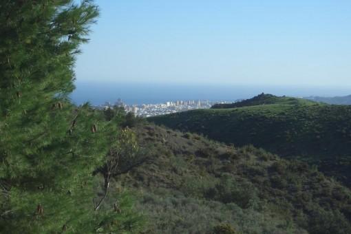 Unbebautes Grundstück mit herrlichem Meer- und Bergblick in Mijas