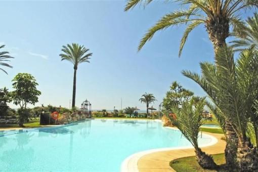 Luxuriöse mittlere Etagenwohnung in Los Monteros, Marbella