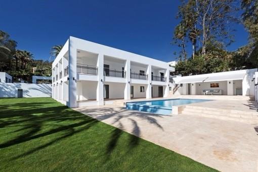 Ausserst Moderne Luxusvilla Mit Pool Und Wundervoller Architektur Villa In Marbella Zum Kauf