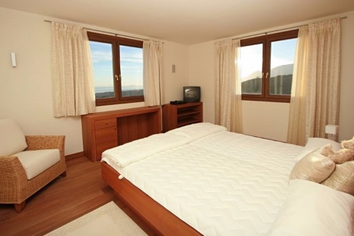 ... Eines Der Eleganten Schlafzimmer Mit Meerblick ...
