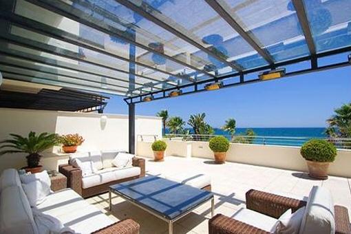 Luxuriöser Duplex in erster Meereslinie in Marbella