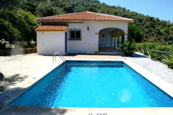 Villa in ruhiger Lage mit Panoramablick und Pool