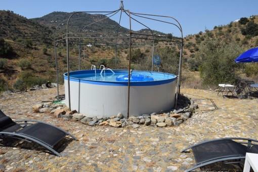 Pool mit Bergblick