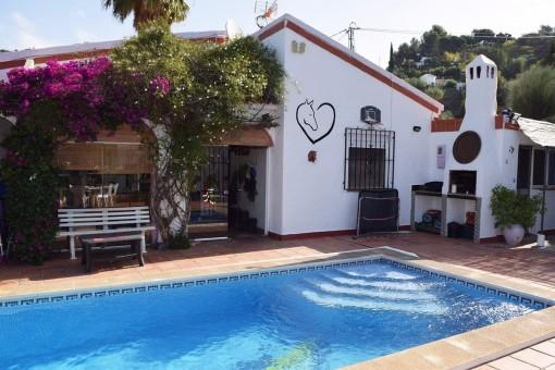 Rustikale Finca mit großem Pool und Bergblick in Torrox, Málaga