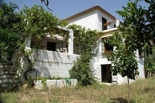 Rustikale Finca mit schönem Garten in Riogordo,Málaga