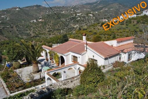 Rustikale Villa mit Pool und Bergblick in Canillas de Albaida,Malaga