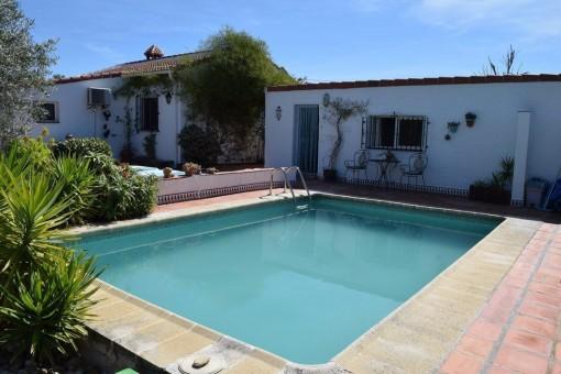 Rustikale Villa mit Pool und Bergblick in Viñuela, Málaga