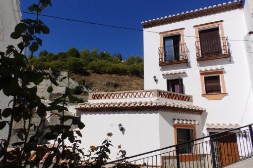 Modernes Stadthaus mit Jacuzzi in Salares,Málaga