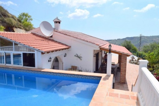 Moderne Villa mit großem Pool in Almáchar, Málaga