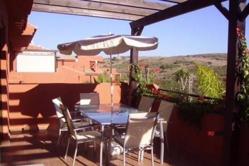 Stilvolle Wohnung mit großer Terrasse und Pool