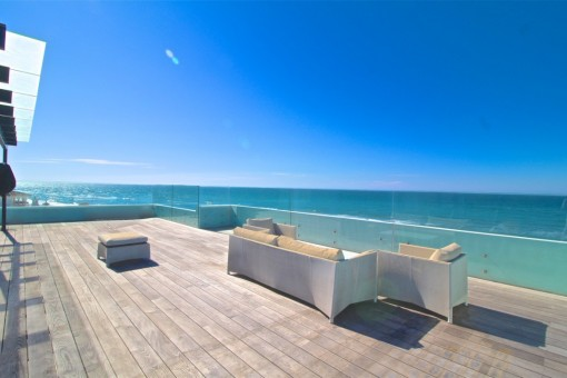 Freistehende, neue und spektakuläre Strandvilla in Costa Bella / Marbella