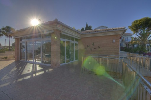 Bildhübsche Villa am Meer kaufen mit beheizbarem Pool exzellente Bauqualität made in Germany