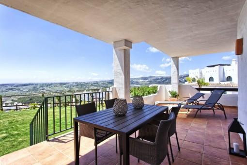 Neue Luxus 2, 3 und 4 Zimmer Wohnungen und Penthouses mit herrlichem Meerblick nur 2 km zum Strand