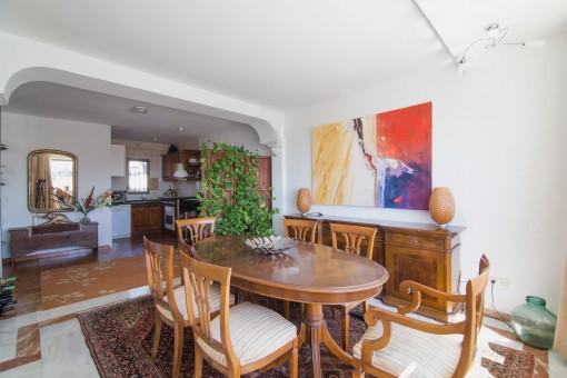Essbereich mit angrenzendem Küchenbereich