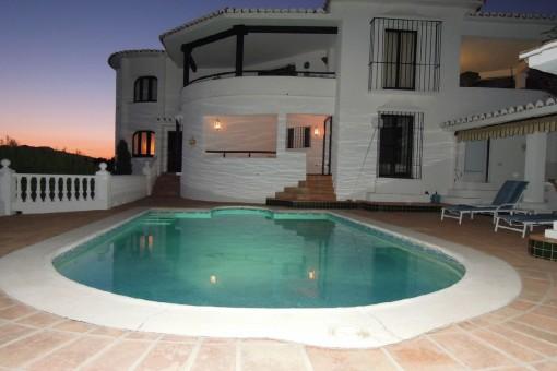 Villa mit Pool und Meerblick in Valtocado, Málaga