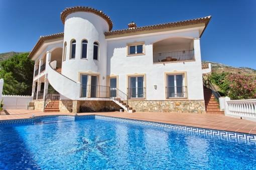Villa mit Pool und Bergblick in Valtocado, Málaga