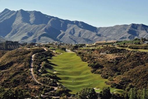 Exklusives Grundstück am Golfplatz in Mijas