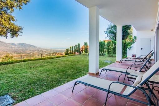 Geräumige, terrassierte Wohnung in Marbella