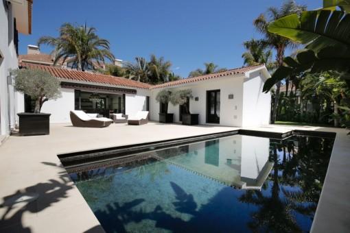 Villa im zeitgemäßem Stil im Wohngebiet Los Monteros Playa